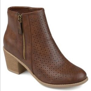Journee Collection Meleny Boot Brown